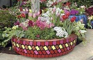 Ein Beet von Reifen – das Original hausgemachte Dekoration für Ihren Garten