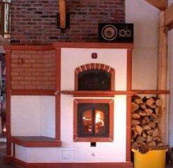 Chauffage au poêle. Les projets avec des maisons de chauffage au poêle. Chauffage au poêle dans une maison en bois
