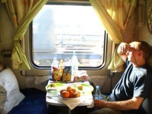 Quello di prendere un treno da cibi e bevande?