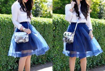 C niebieskiej spódnicy nosić? trendy w modzie