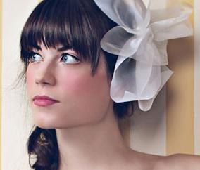 Diferentes peinados de boda para el pelo medio con flequillo