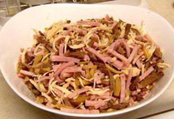 Salade avec la langue et les champignons et les concombres