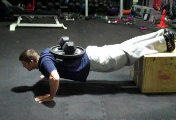 Push-ups sur le terrain. Exercice pour le jeu de poids