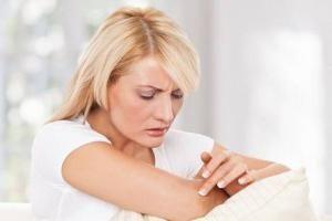 Suche łokcie: przyczyny i leczenie. Dlaczego łokcie bardzo suchej skóry?