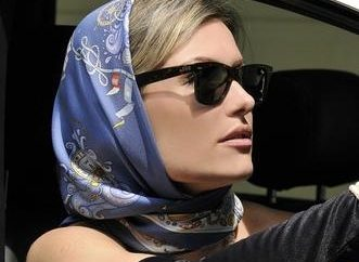 Jak zawiązać chustę na głowie: od klasyki do egzotyki