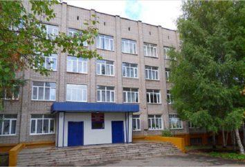Izhevsk Comercio y Colegio Económico. comercio especializado y la escuela técnica económica en Izhevsk
