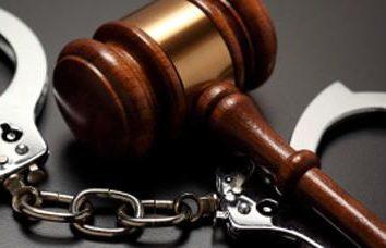 Qual é a diferença de delitos de crime? Tipos de infracções: crimes e contravenções