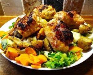 Nouvelle recette dans le trésor de chaque femme: poulet aux courgettes au four