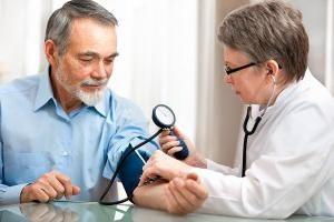 A pressão arterial elevada em homens: Causas, sintomas. E se a pressão arterial elevada?