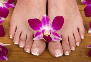 Modische und elegante Nagel auf den Beinen