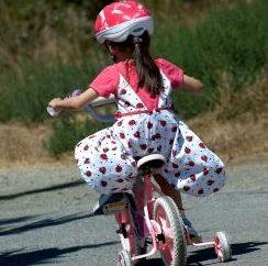 Wie lernt man ein Fahrrad fahren – Ihre Lieblings Kindheit Transport?