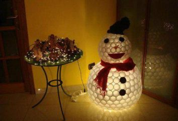 Ungewöhnliches Weihnachten Spielzeug aus Plastikbecher. Wie man einen Schneemann aus Plastikbechern