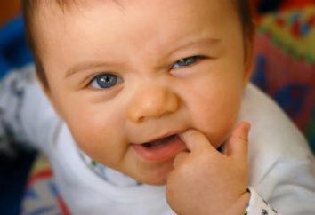 Dziecko 3 miesiące, ślinienie się, co robić? Dlaczego dziecko ślinotok?