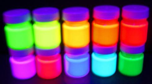 im dunkeln leuchtende farbe