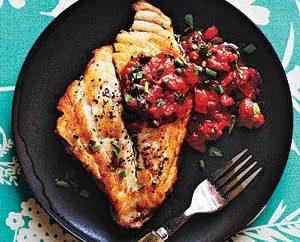 Pesce in salsa di pomodoro – un delizioso piatto per la vacanza o la tabella di tutti i giorni