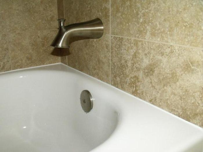 El sello de la junta entre ba era y azulejos espuma de for Lechada azulejos bano