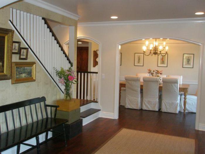 Escalera en una casa de campo en el primer piso for Modelos de casa para segundo piso