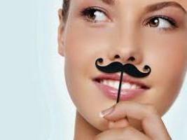 Como o cabelo descolorir acima do lábio: formas amigáveis para se livrar de cabelos escuros