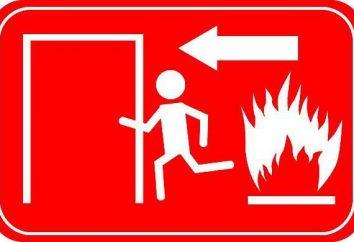 Trening gaszenia pożaru. Instrukcje ewakuacji ludzi z płonącego budynku