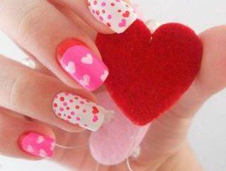 Maniküre für Valentinstag (Foto)