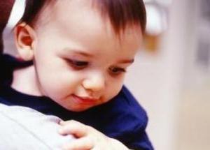 Dlaczego noworodek pluje się dużo?