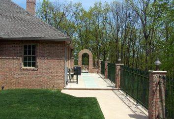 Co filary ceglane za ogrodzeniem?