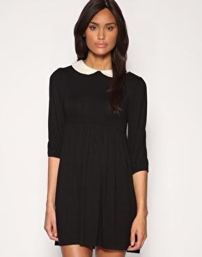 Schwarzes kleid mit weibem kragen kaufen