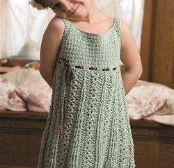 ganchillo vestido sencillo para niñas de 2 años: circuitos, recomendaciones, descripciones