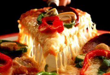 Pizza à la saucisse Toppings et les tomates. Trois variations sur un thème