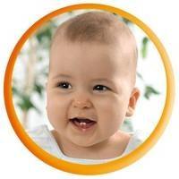 Silberner Löffel auf dem ersten Zahn – ein tolles Geschenk für ein Neugeborenes