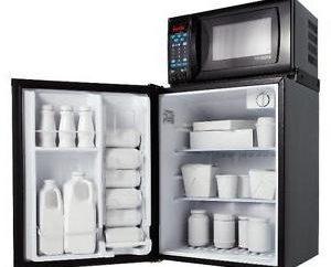 Czy to możliwe, aby umieścić kuchenkę mikrofalową w lodówce? Decyzja dla właściciela!