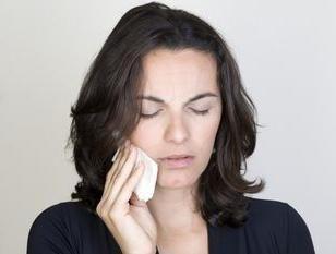 Mal di mandibola durante l'apertura della bocca: cause e raccomandazioni sull'eliminazione di sensazioni sgradevoli