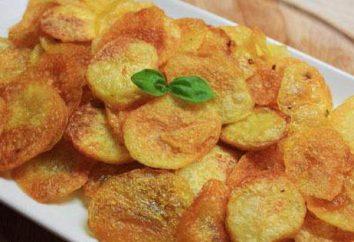patatas fritas hechas en casa en el horno. chips de patata receta en casa