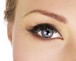 restauration semi-permanente des sourcils – une alternative moderne au bâton