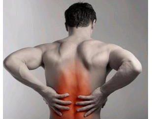 Un dolor de espalda en el centro de la columna vertebral: causas y tratamientos