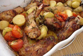 Smaczne i obfite skrzydełka z kurczaka i ziemniaki w piekarniku