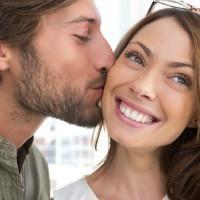 Als Hinweis einen Mann zu küssen? Was meinst du den Kuss