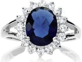 Ring mit einem Stein als Symbol der Liebe und Treue