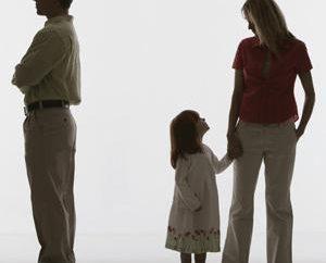 Comment priver le père de l'enfant des droits parentaux, et que de le faire?