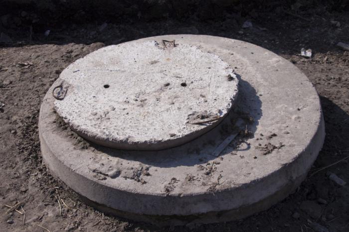 couvercle fosse septique beton de la nouvelle fosse septique en beton with couvercle fosse. Black Bedroom Furniture Sets. Home Design Ideas