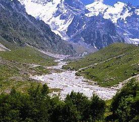 Ce qui détermine un ensemble de zones à haute altitude? Ceinture à haute altitude du Caucase