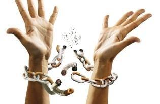 """Goma de mascar """"Nicorette"""" – ayudando fumador de la mano"""