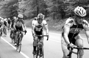 record de vitesse sur une bicyclette. pleine vitesse