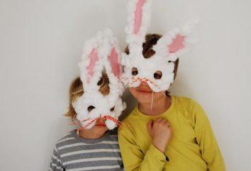 Le lapin masque original avec ses propres mains