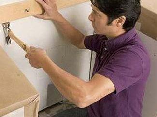 Jak położyć płytki na ścianie przez siebie?