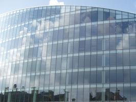 Comment les façades vitrées affecte l'apparence de la ville