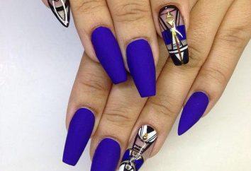 Manicure in azzurro a casa