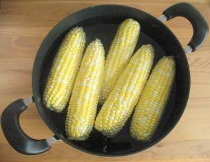 Jak gotować kukurydza: kilka praktycznych wskazówek