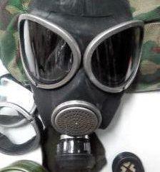 Cuenta con una máscara de gas PMK-3