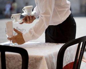 Pracować jako kelner – tymczasowy dochodów lub zawodu?